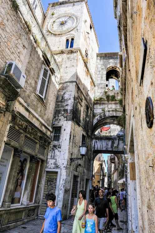 Gate og klokketårn i Splits gamleby