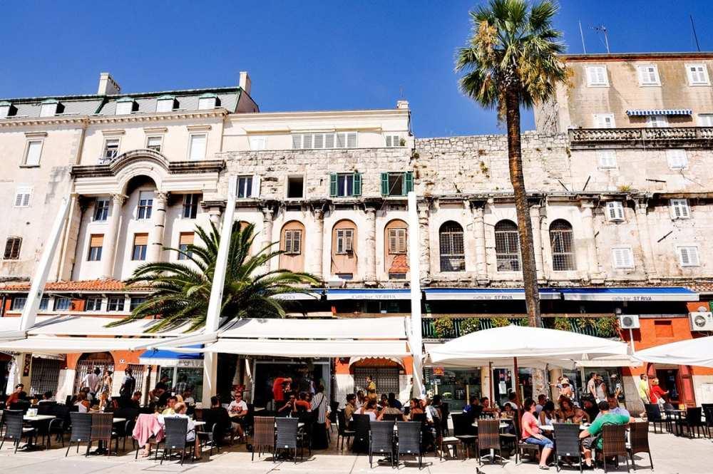 Uterestauranter langs Riva i Split