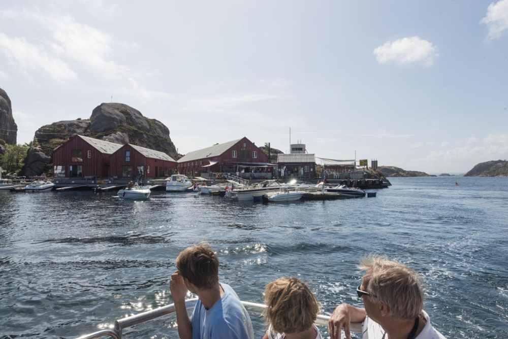 Verftet i Ny-Hellesund sett fra rutebåten Hannibal