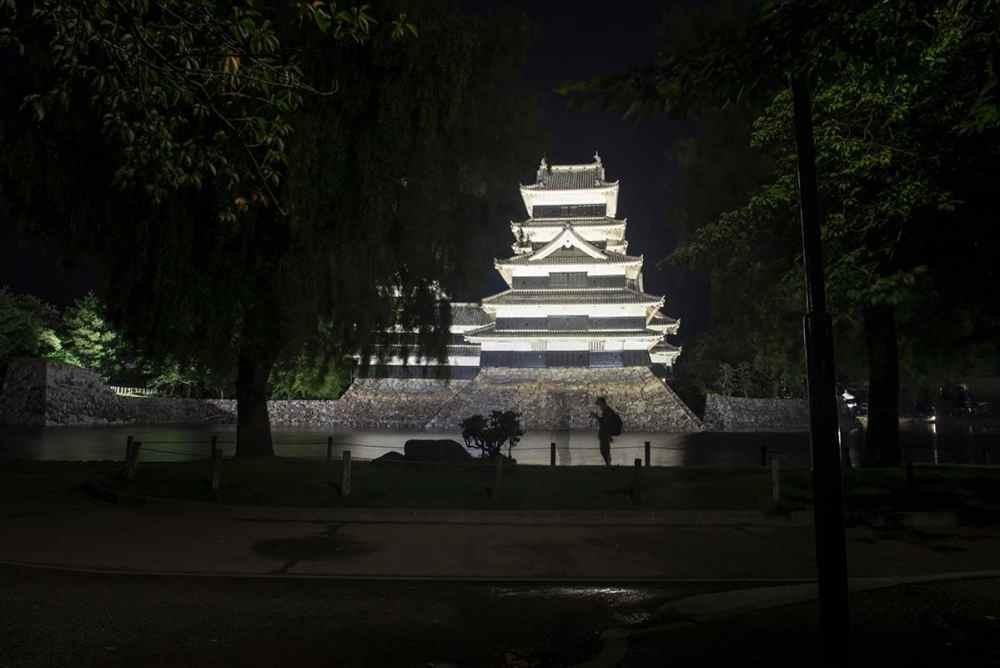 Matsumotoborgen i kveldslys