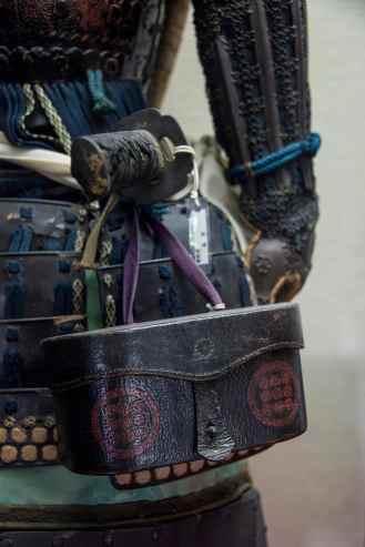 Detalj på samurai-rustning i Matsumoto i Japan