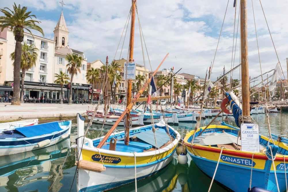 Trebåter - pointus - i havna i Sanary-sur-Mer