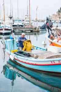 Fisker kommer til land i Sanary-sur-Mer i Var, Frankrike