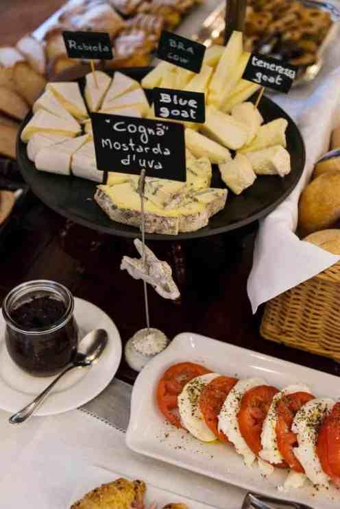 Frokost på Hotel Corte Gondina i La Morra i Piemonte