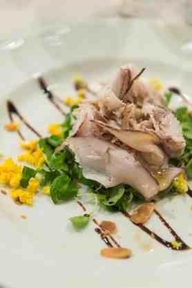 Vitello tonnato som antipasto på restauranten Bercau i Verduno i Barolo
