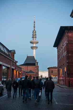 Utenfor bryggeriet Ratsherrn i Hamburg med tv-tårnet i bakgrunnen
