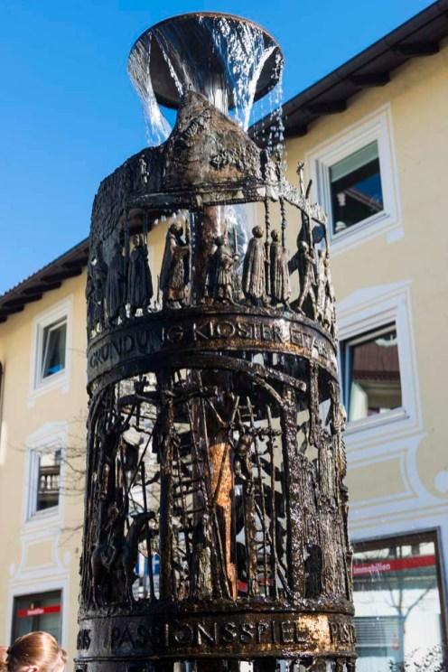 Fontene som hyller pasjonsspillet i Oberammergau