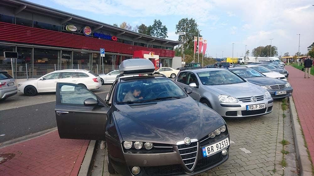 Parkeringsplass på en veikro i Tyskland