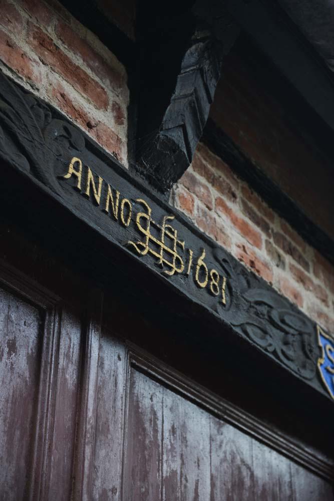Detalj i bindingsverket i et gammelt hus i Ribe i Danmark