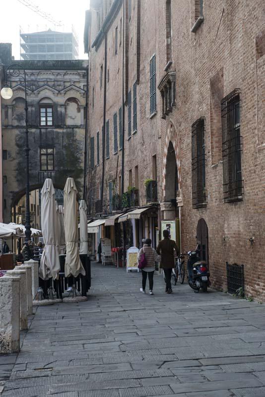 Piazza Sordello i Mantova sett om høsten