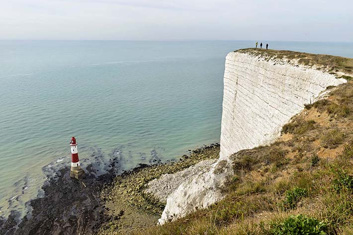 Klippene Beachy Head og fyrtårnet i England