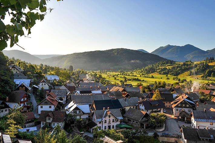 landsbyen cesnjika i Slovenia