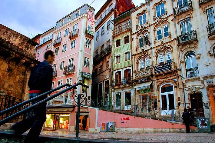 gatehjørne i Coimbra gamleby