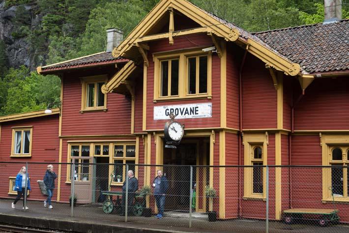 Grovane stasjon langs Sørlandsbanen og Setesdalsbanen