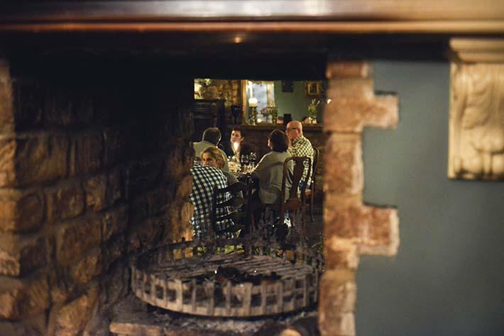 Peis og restaurant i puben The Lord Pouletts Arms i Somerset