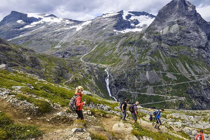 Utsikt mot Trollstigen og Bispen