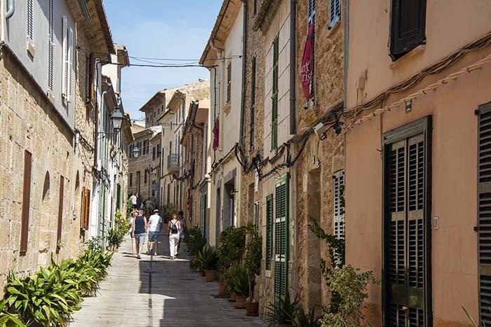 En stille gate i Alcudia
