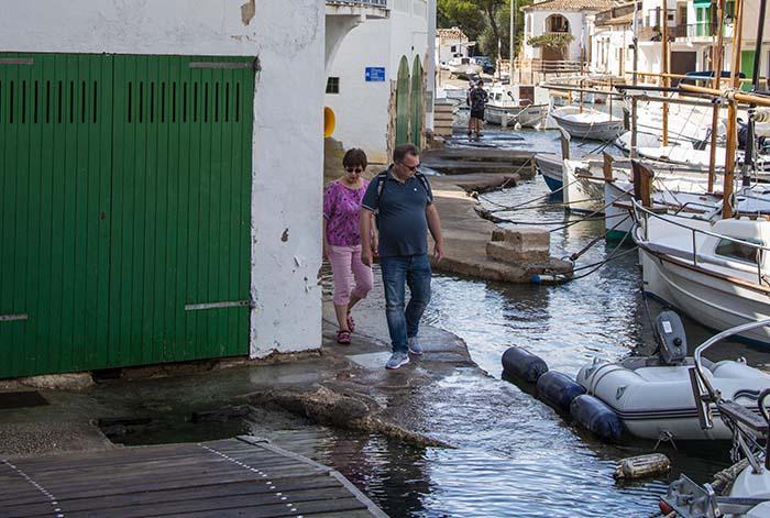 Gangveien forbi båthusene i Cala Figuera på Mallorca