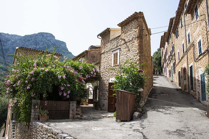 En gate i landsbyen Deià