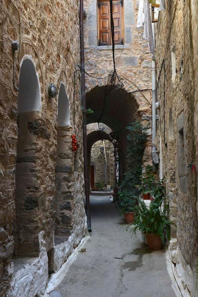 Gate i landsbyen Mesta på Chiois