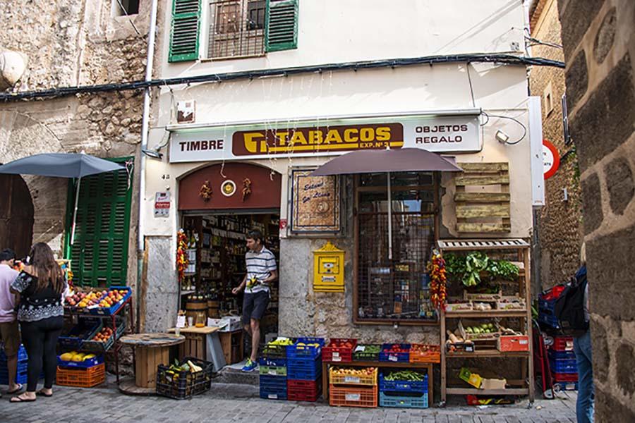 Tobakkshandler i Soller