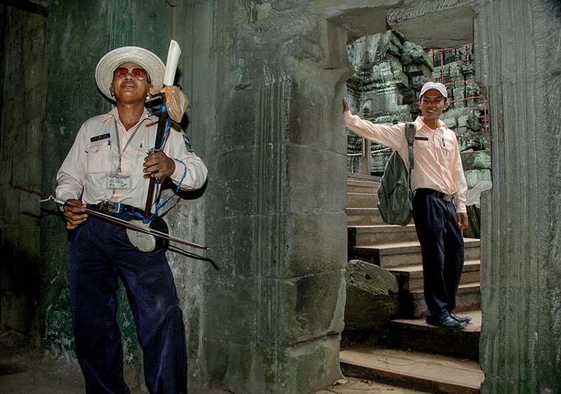 Guide spiller tro i Angkor