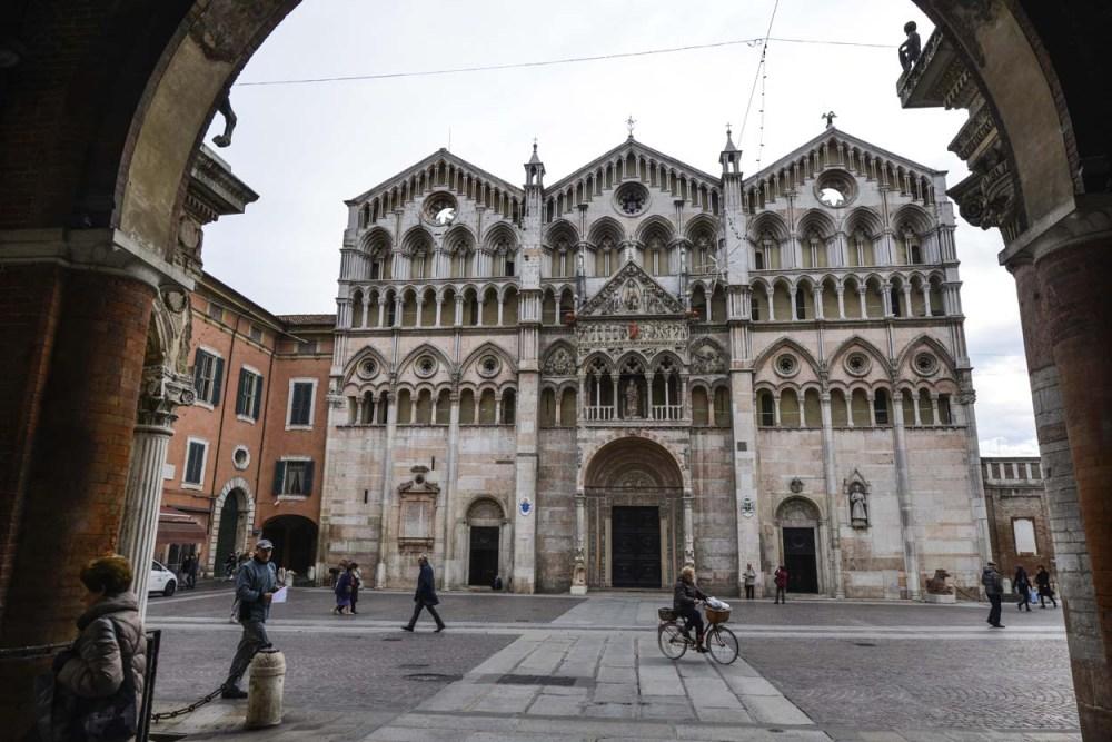Fasaden på Cattedrale di Ferrara