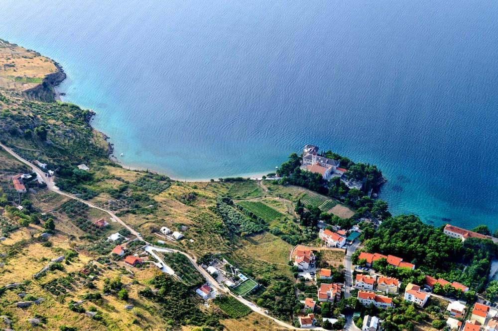 Flyfoto av Bol på Brac i Kroatia