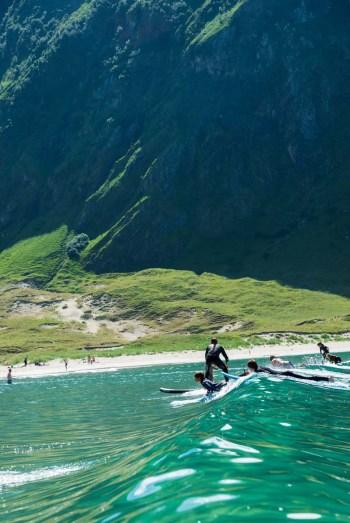 Surfere i Hoddevik Stad