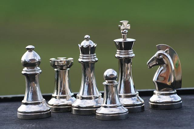 xadrez com peças artesanais
