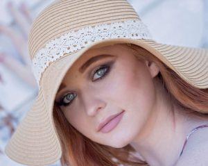 Quando e como é elegante a mulher usar chapéu