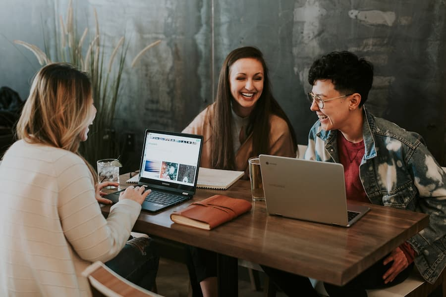 Características de la plataforma de eventos virtuales que necesita para realizar una feria profesional virtual