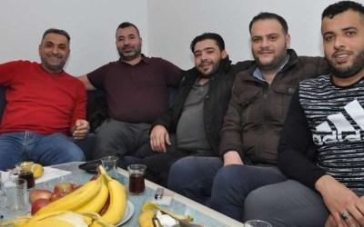 """"""" شجعان خاطروا بحياتهم """" .. ألمانيا : سوريون ينقذون سيدة تسعينية من الموت بعد اندلاع حريق في منزلها"""