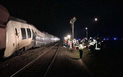 ألمانيا : إصابة 50 شخصاً بجروح نتيجة تصادم قطارين ( صور + فيديو )