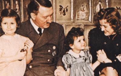 """روماني يقول إنه عثر على دليل يثبت أنه """" ابن بالمعمودية لأدولف هتلر """" !"""