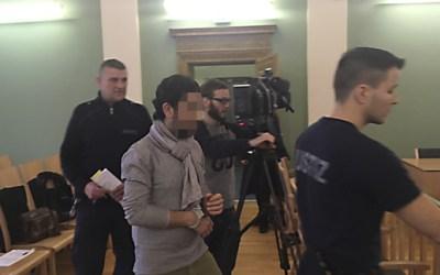 """ألمانيا : الادعاء يطالب بسجن الحلاق السوري الذي هاجم ربة عمله بـ """" موس حلاقة """" 12 عاماً"""