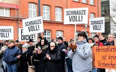 تم إيقاف استقبال اللاجئين فيها بسبب ذلك .. سوريون يعتذرون عن إساءات يرتكبها شبان سوريين في مدينة ألمانية برسالة للمحافظ