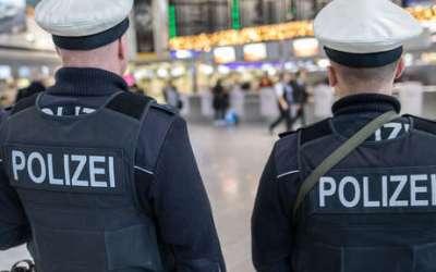 في ألمانيا .. امرأة تحاول دخول مطار دون تصريح أو تذكرة سفر و الشرطة تتدخل