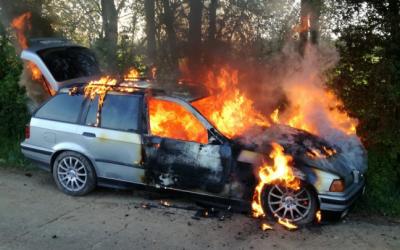 ألمانيا : شاب يصد. م مسنين بسيارته ثم يفر و يضر. م الن. ـار بها !