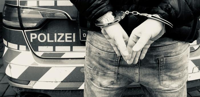 ألمانيا : ثلاثيني ألماني يق. تل أمه و جارها في هذه المدينة