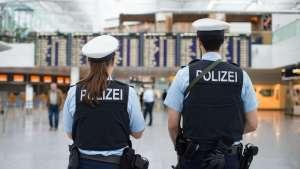 سبق أن تسبب بالذعر في مطار ألماني .. رجل يطلق النار على رجال الشرطة في مدينة إيطالية