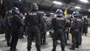 """ألمانيا : مشاجرة """" يمينية يسارية """" تتسبب بإغلاق محطة بون للقطارات"""