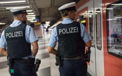 ألمانيا : القبض على رجل يصرخ عارياً في أحد أشهر مطارات البلاد
