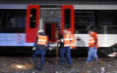 ألمانيا : 300 راكب يعلقون بقطار فائق السرعة بعد اصطدامه بشجرة أسقطها إعصار