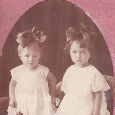 Gertrude und Nadeschda, Kinder von Tamara Rolloff