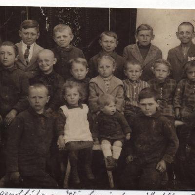 Richard, Alisa und Franz, Kinder von Ernst Plieninger in der Mitte, 1930