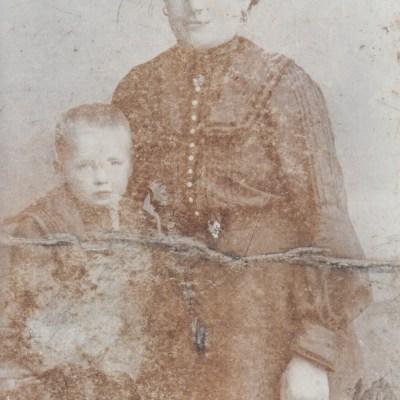 Barbara Wilhelmine Weikum, Ehefrau von Gottlob Plieninger, mit Sohn Ernst