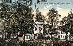 Neumünster, Kleinflecken mit Drei-Kaiser-Denkmal