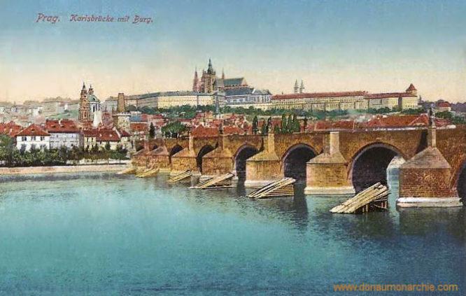 Prag, Karlsbrücke mit Burg