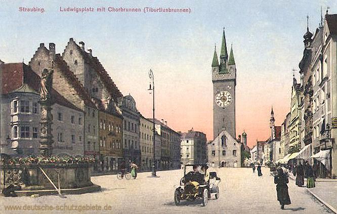 Straubing, Ludwigsplatz mit Chorbrunnen (Tiburtiusbrunnen)